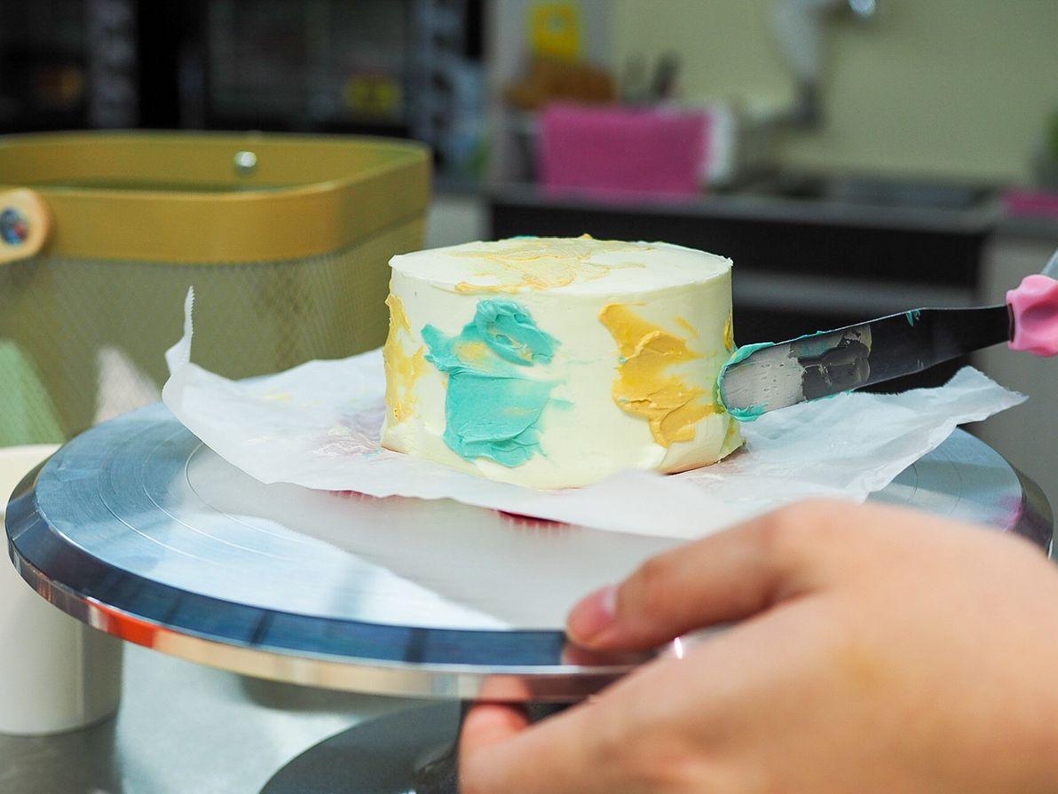 decorating the bento cake